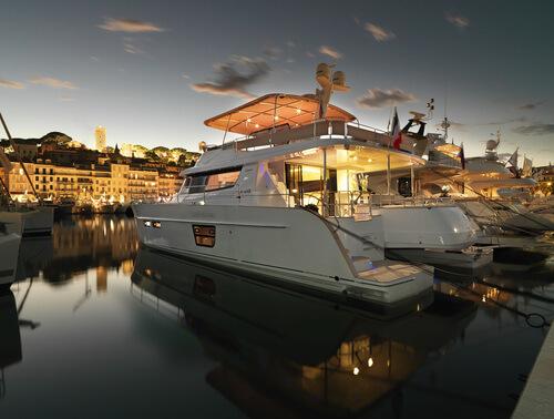 Power Catamarans: Power Catamarans vs Sail Catamarans