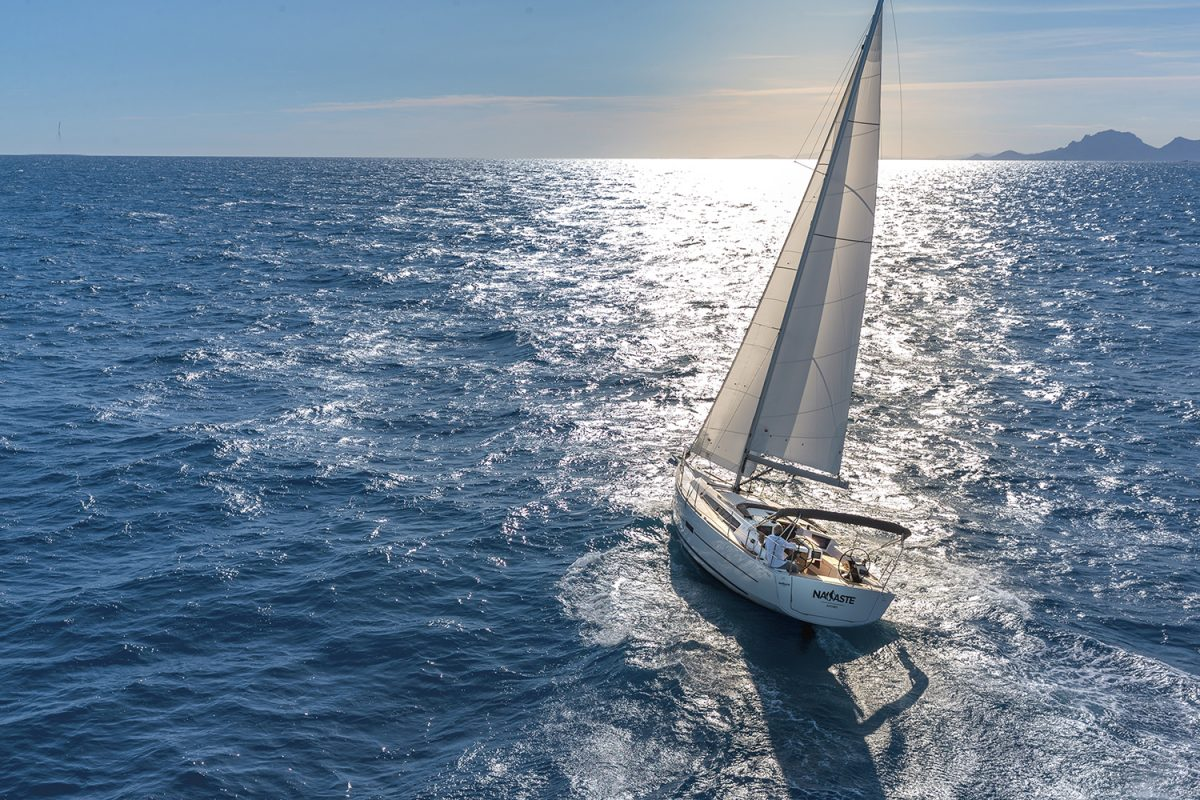 Dufour 390: A Spacious Modern Cruiser with Versatile Accommodations